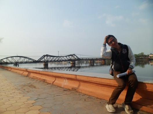 Cây cầu cũ. It's me, and the old bridge ^_^