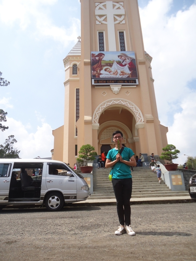 Nhà thờ Con Gà ngày Lễ Lá (At the Christian Cathedral of Dalat, in honor to Saint Nicholas, which is also named the Catheral of Chicken)